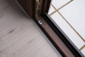Sockelleiste an Fenstern und Türen? So gelingt der Abschluss!