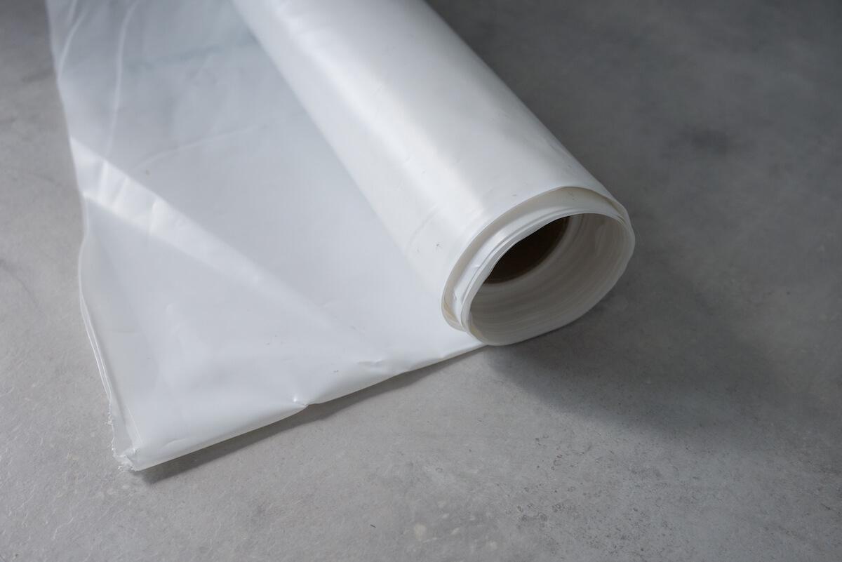 Polyethylenfolie (PE-Folie) als Dampfbremse auf dem Boden