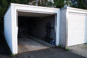 Garagenboden mit Ausgleichsmasse ebnen – So geht's!